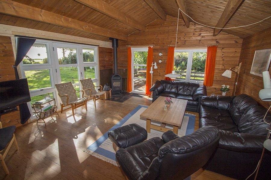 Das großzügige Wohnzimmer mit toller Aussicht, Flatscreen und deutschem TV.