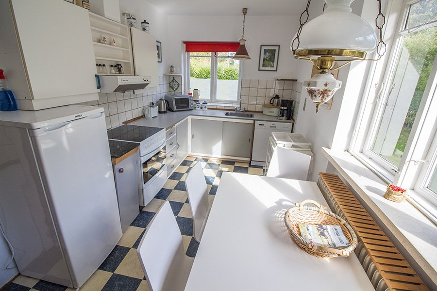 Die voll ausgestattete Küche.