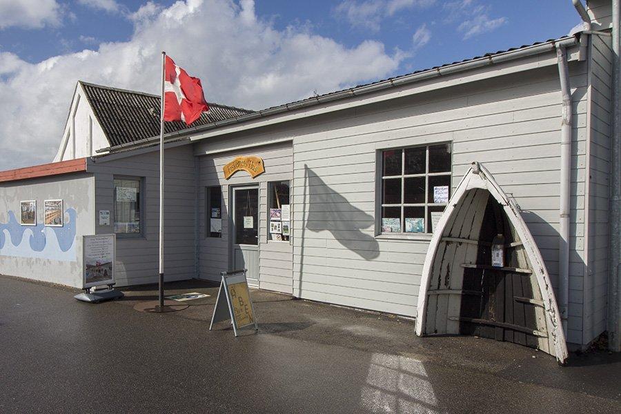 Das Fischerei-Museum liegt direkt neben dem Hafen in Bagenkop.