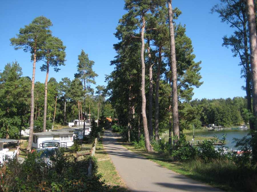 Die Distanz vom See zu den Häusern beträgt nur wenige Meter