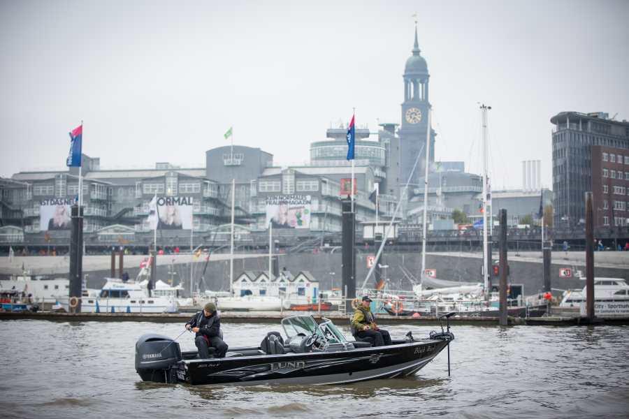 Die Black Pearl - unser Guidingboot auf der Elbe.