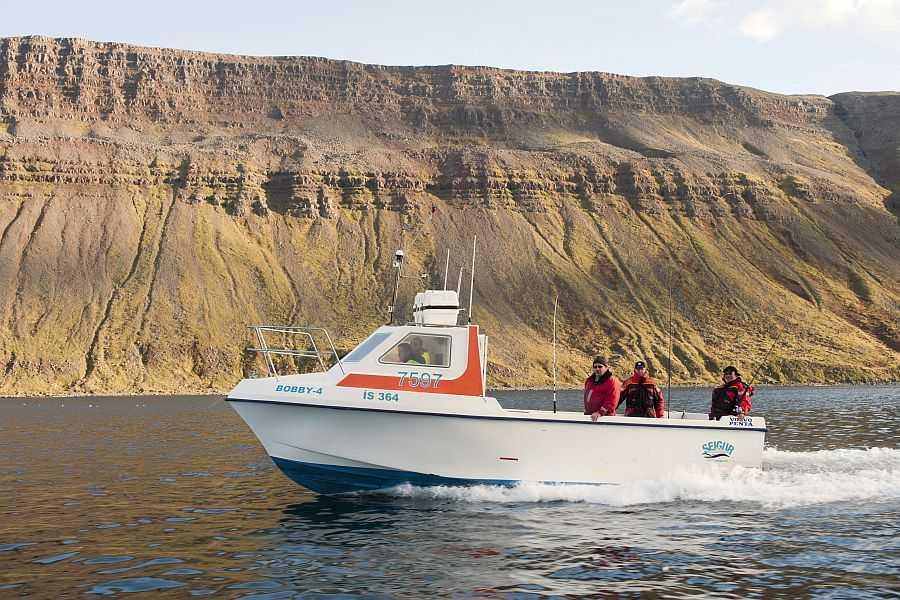 Mehr als 20 Knoten schnell: unsere großen, sicheren Top-Boote der 8-Meter-Klasse.