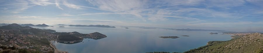 Panoramablick auf die Kornaten - 152 vorgelagerte Inseln in der Adria. Dugi Otok (lange Insel) gehört dazu.