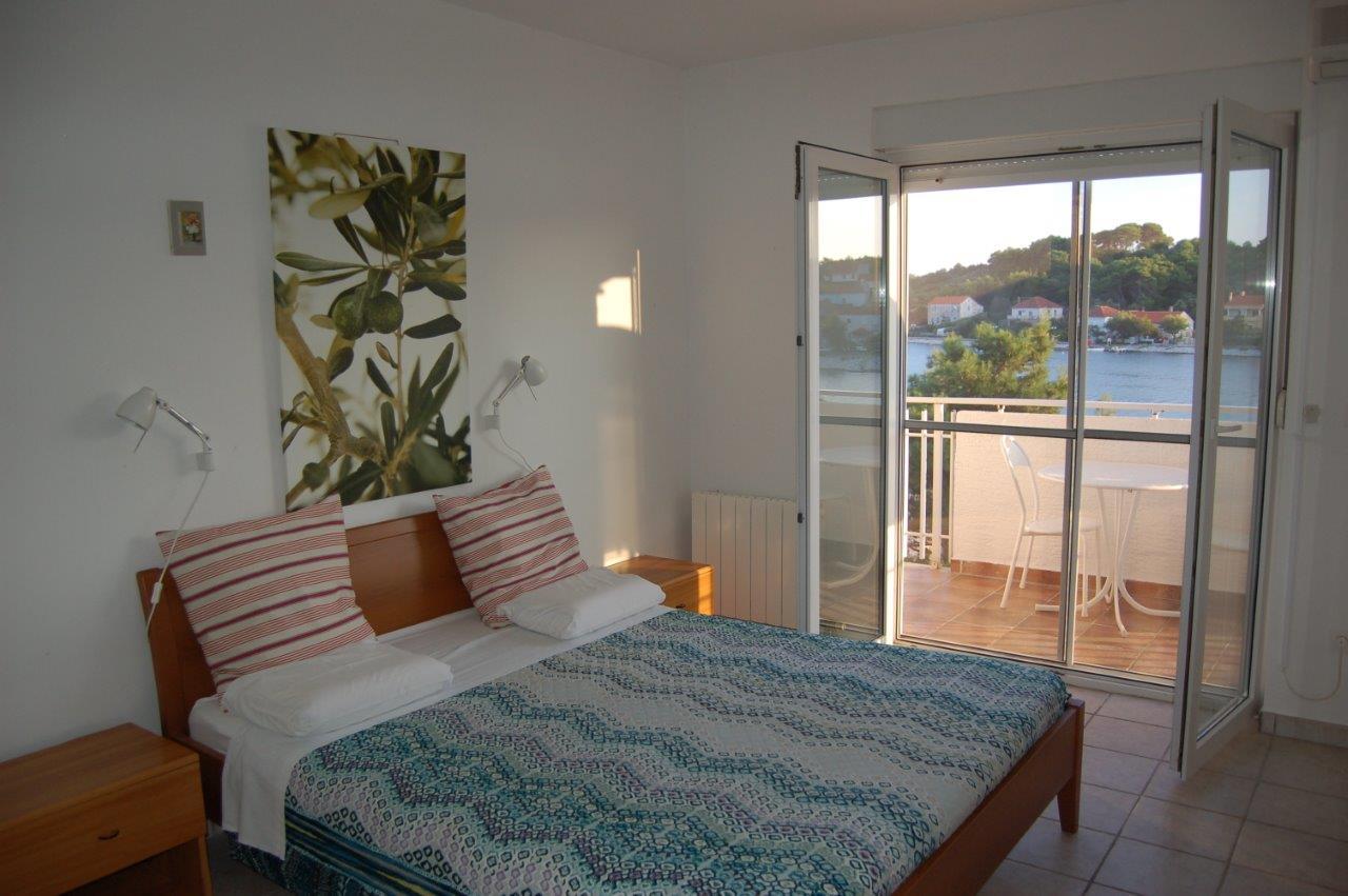 Doppelbett im Apartment A.
