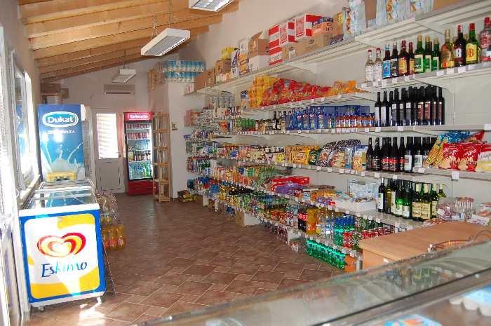 Ein kleiner Laden liegt gleich nebenan.