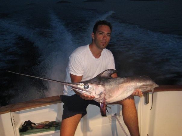 Neben Schwertfischen wird auch auf Blauhai, Fuchshai, Goldmakrele, Amberjack und Thun gefischt.