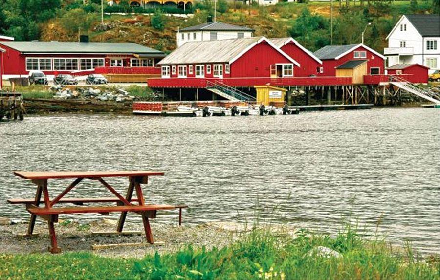 In Ankeret Brygge liegen die Boote dicht bei den Ferienwohnungen. (Im Hintergrund das Restaurant)