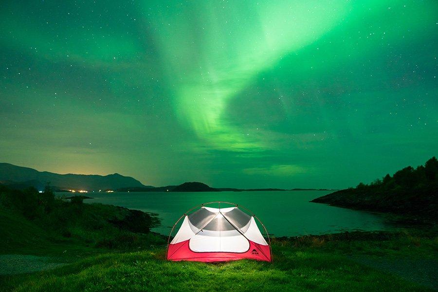 Wenn man glück hat, erscheinen die Nordlichter in der Dämmerung.