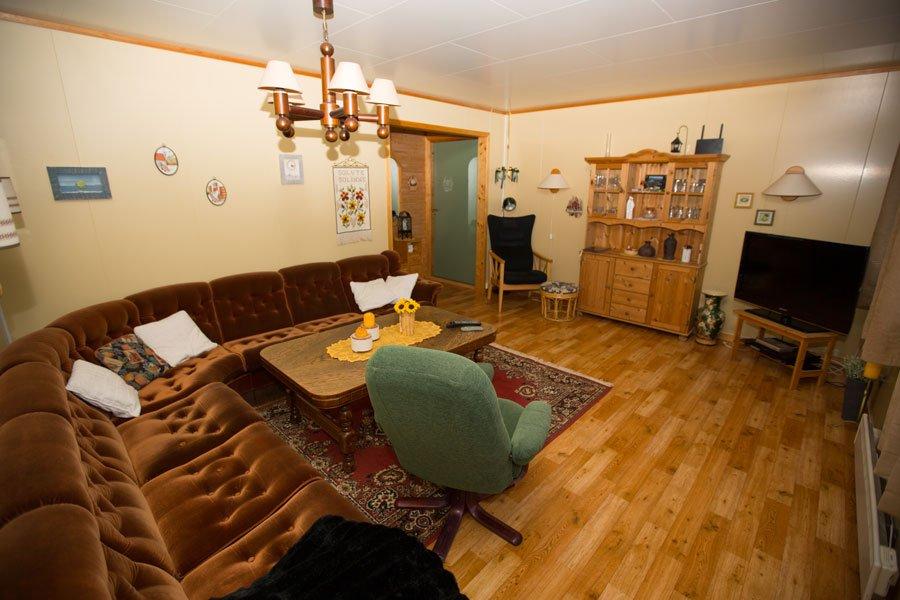 Das große, gemütliche Wohnzimmer mit deutschem TV und gratis W-LAN