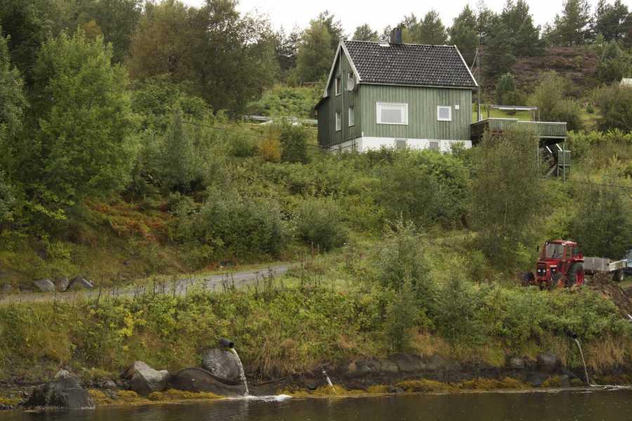 Blick auf Haus Lesund vom Wasser aus