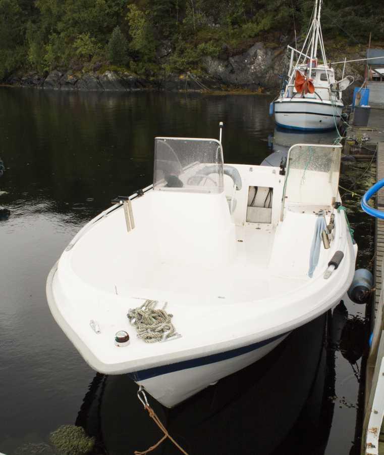 Extra-Boot Lasse mit E-Starter, Steuerstand und Echolot