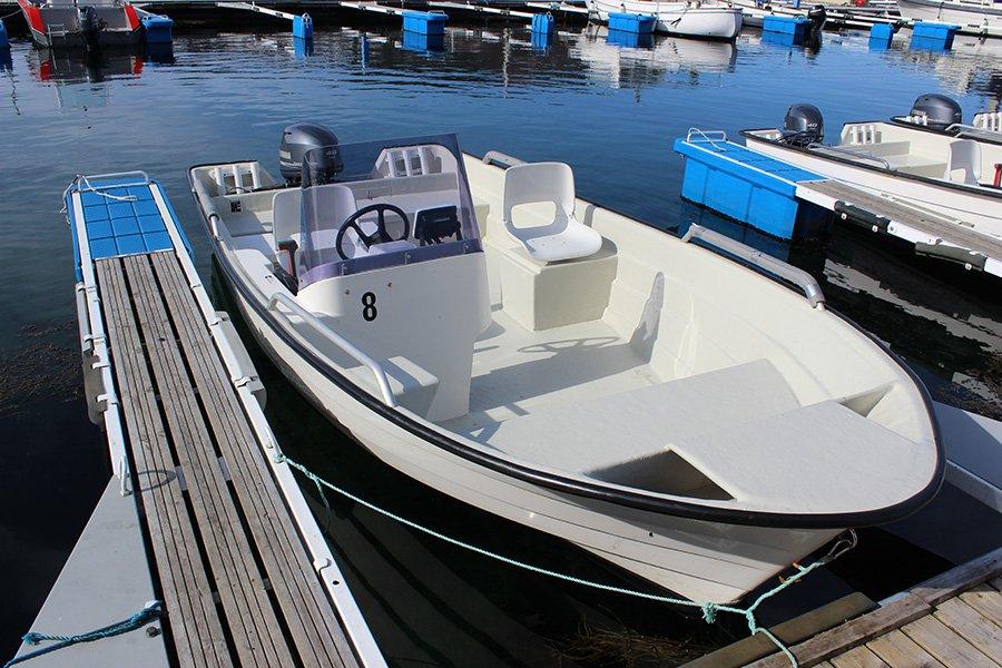 Eines der 17 Fuß-Boote