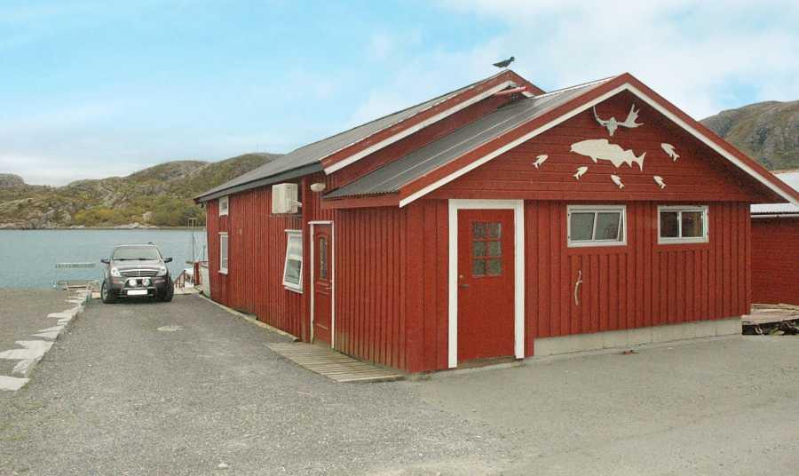 Das Ferienhaus Steinvik liegt direkt am Wasser.