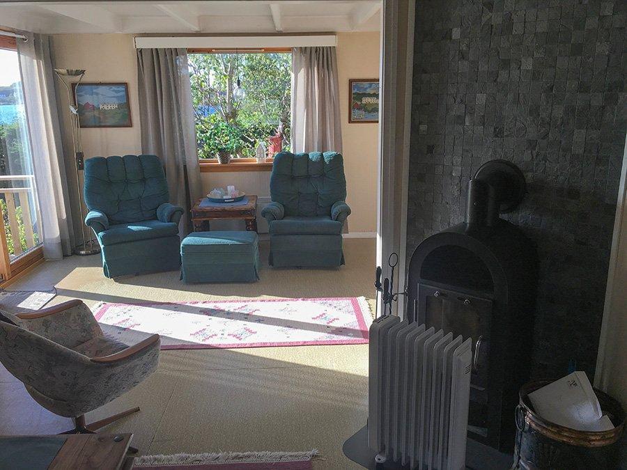 Das gemütliche Wohnzimmer im Haus Strømøya.