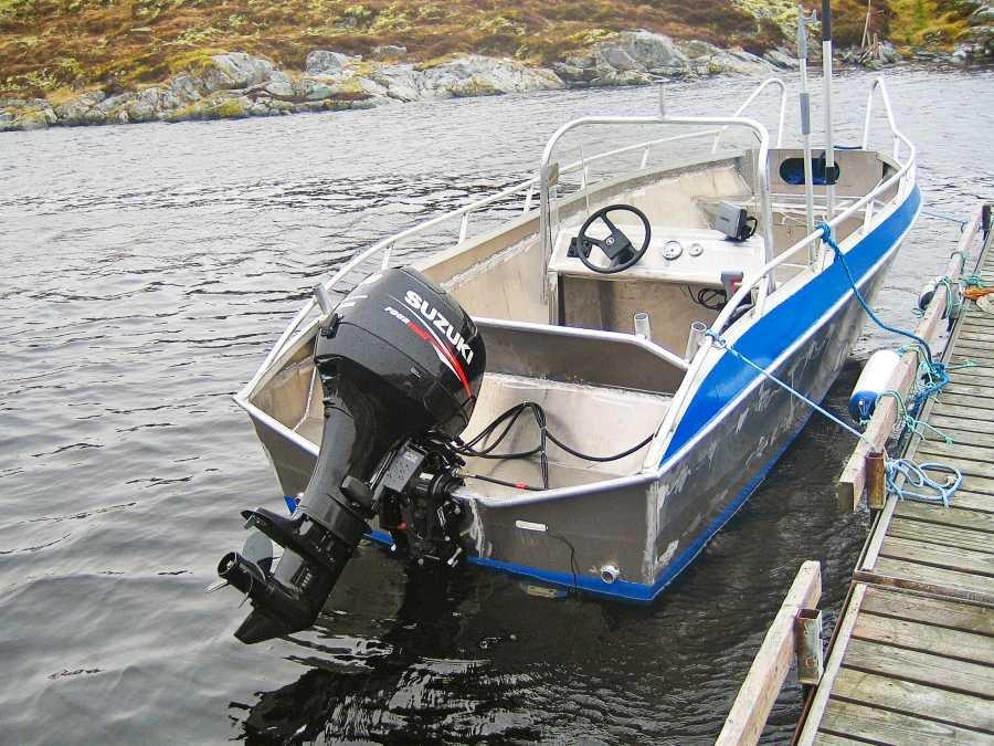 Angelboot mit Echolot und GPS/Kartenplotter