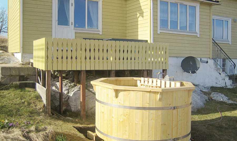 Der Hot Tub vor Haus Titran