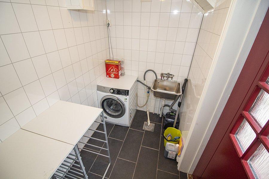 Eine Waschmaschine ist hier auch vorhanden