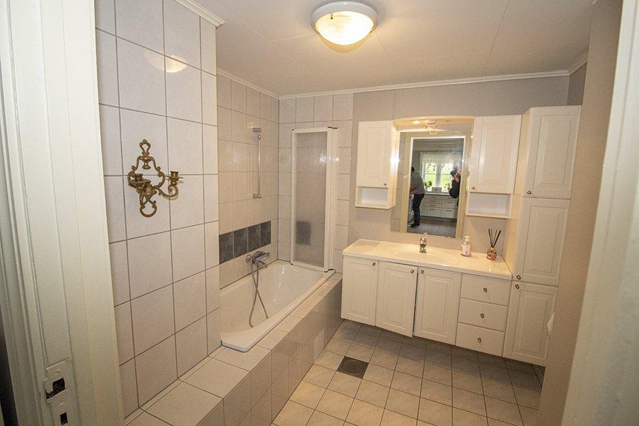 Eines der modernen Badezimmer
