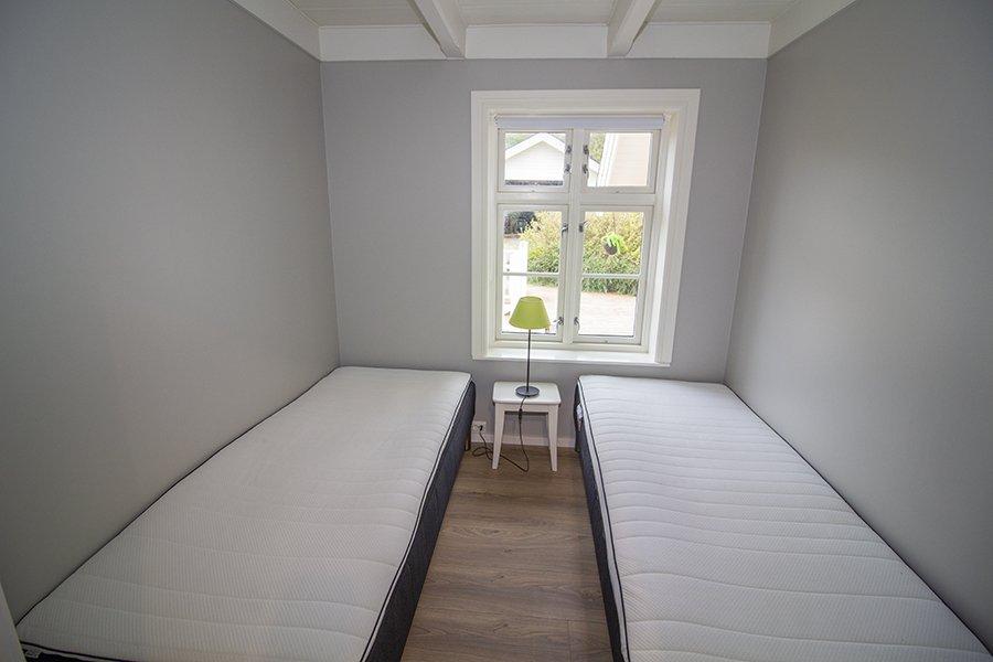 Eines der Schlafzimmer mit zwei Einzelbetten
