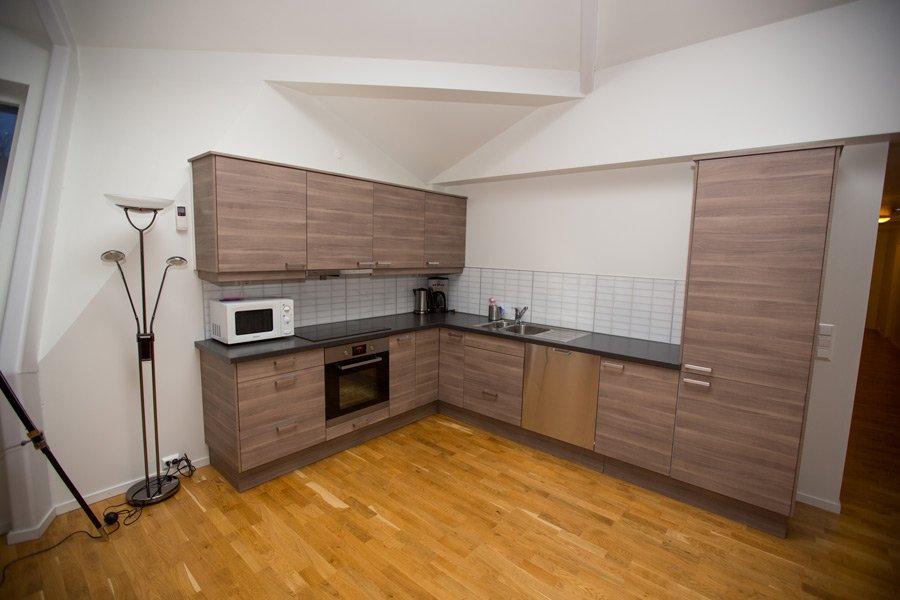Ap. Sklinna - offene voll ausgestattet Küche.