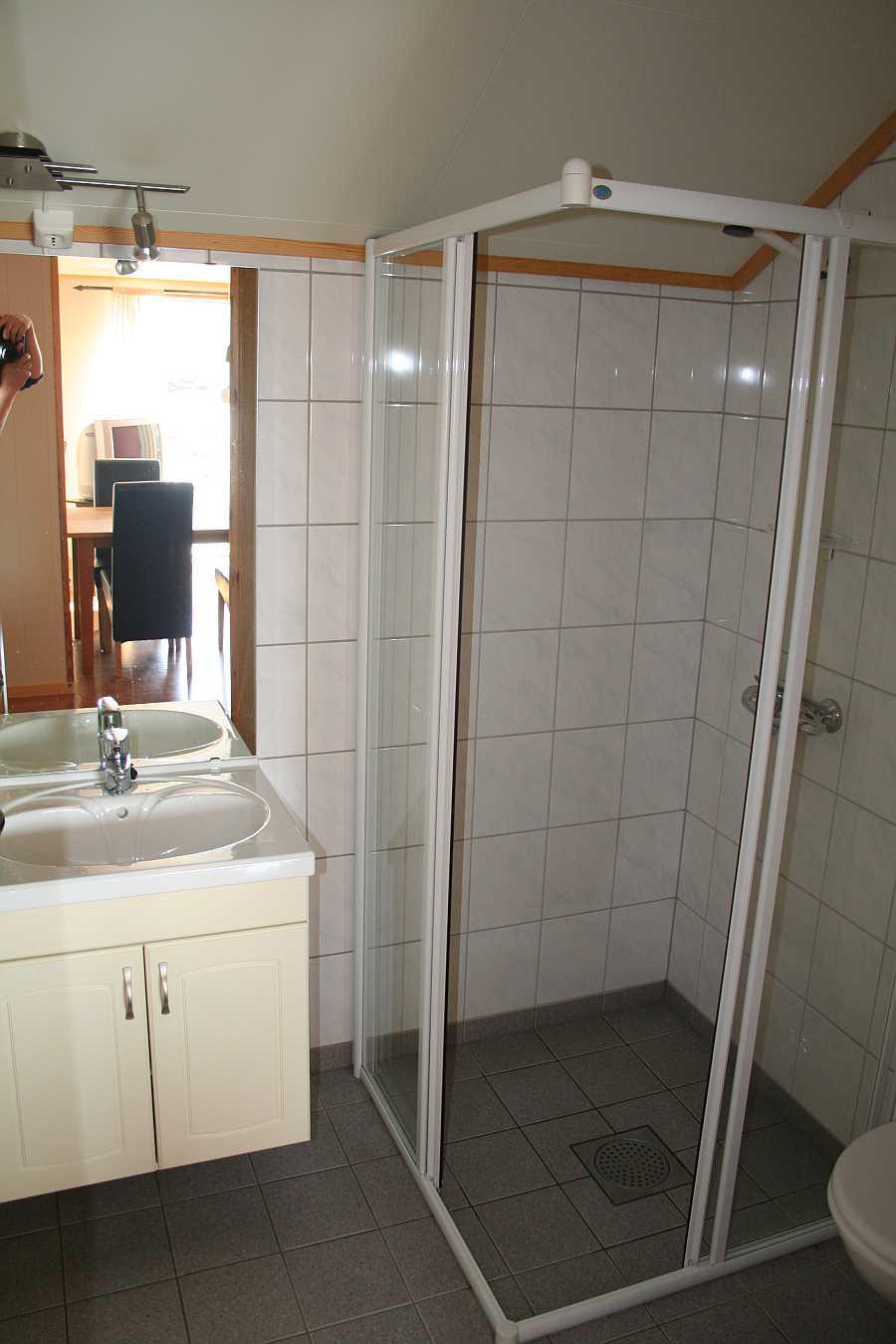 Bad in einer der Wohnungen von Rørvik Rorbuer