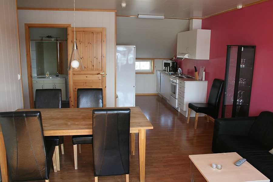 Wohnbereich in einer der Wohnungen von Rørvik Rorbuer