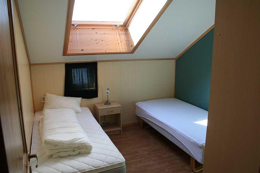 Schlafzimmer in einer der Wohnungen von Rørvik Rorbuer