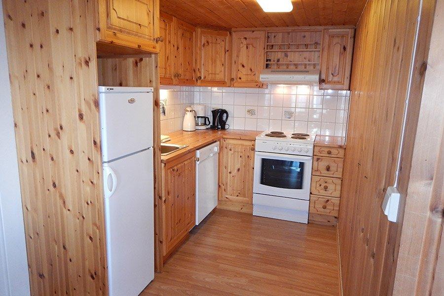Eine der voll ausgestatteten Küchen