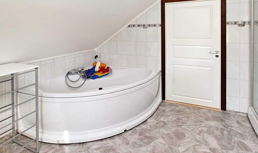 Die Badewanne im Haus Vik-Flatanger