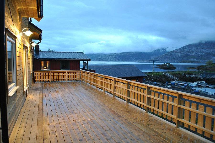 Der Balkon mit Fjordblick