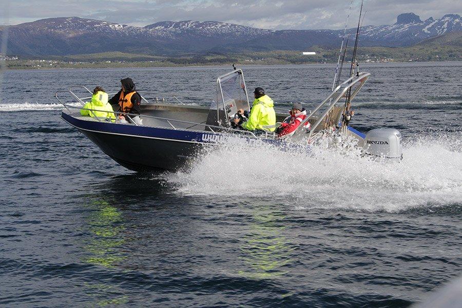Kraftvoll zum Fisch! Die neuen 80 PS Außenborder bringen die Aluboote schnell zum Gleiten.