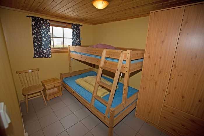 Schlafzimmer mit Doppelstockbett im Rorbu.