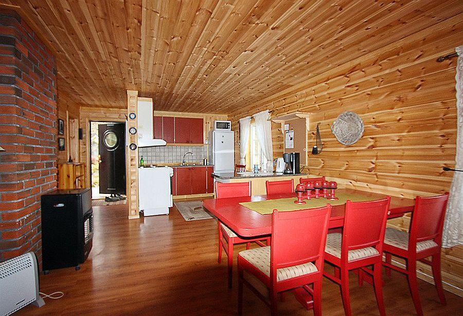 Der Wohnbereich des Ferienhauses Sponvika in Lofotbrygga Brettesnes.