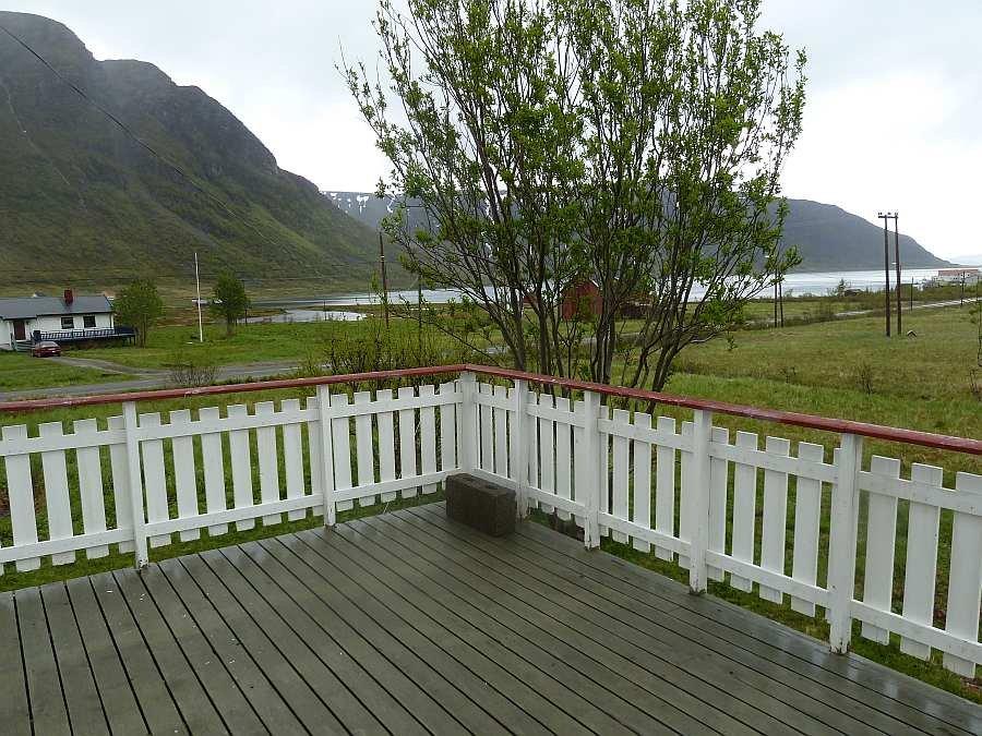 Blick von der großen Balkon-Terrasse auf den Fjord