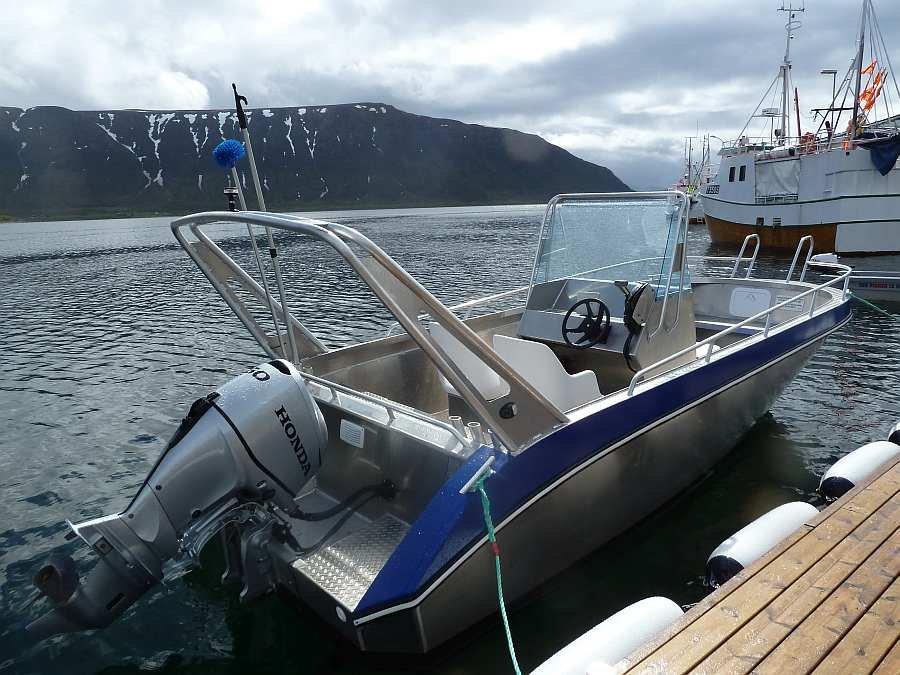 Am eigenen Bootsteg liegen die Angelboote