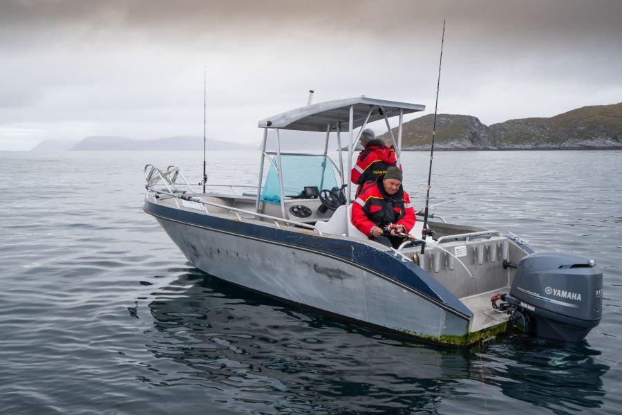 Sichere 23 Fuß lange und 115 PS starke Aluboote erwarten Sie im Havøysund Havfiskesenter.