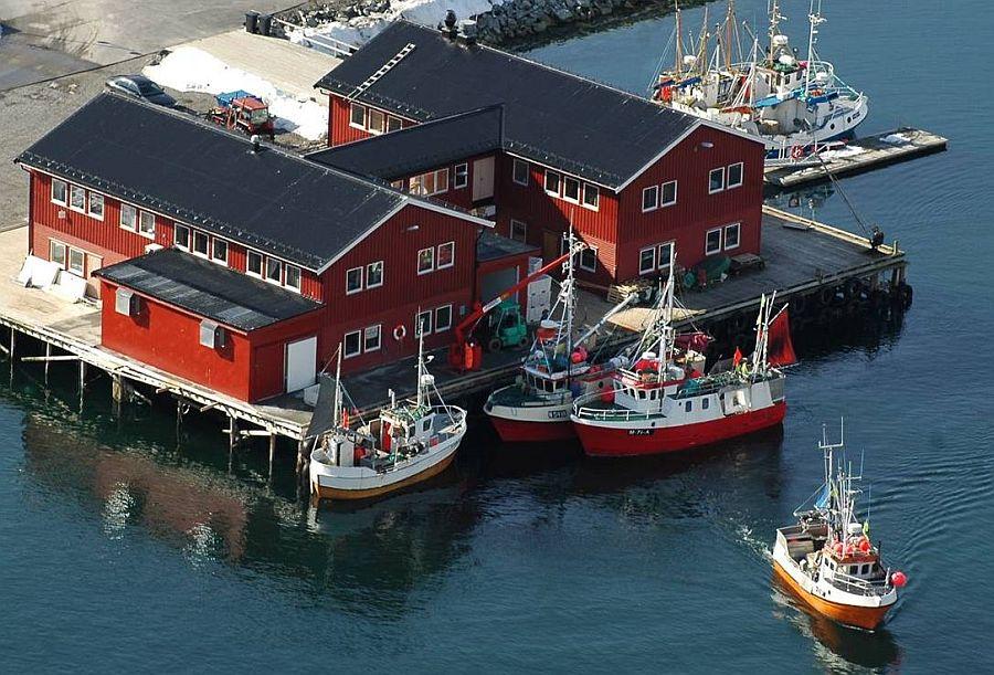 Direkt über dem Wasser erbaut - Die Unterkünfte in Kjøllefjord