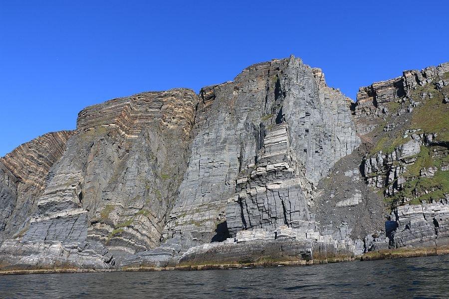 Imposante Steilklippen prägen den Kjøllefjord - wer möchte hier nicht drillen!?