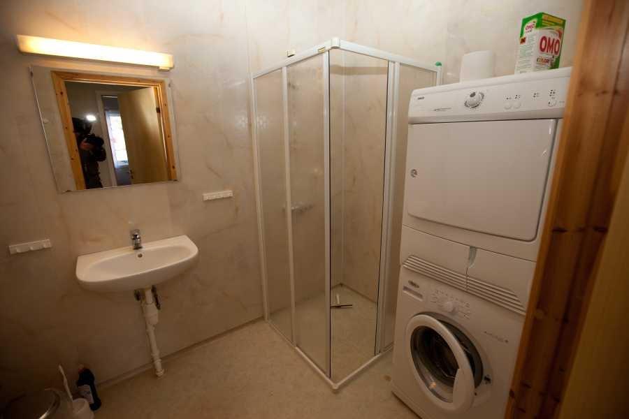 Bad, WC mit Trockner und Waschmaschine in Typ 2.