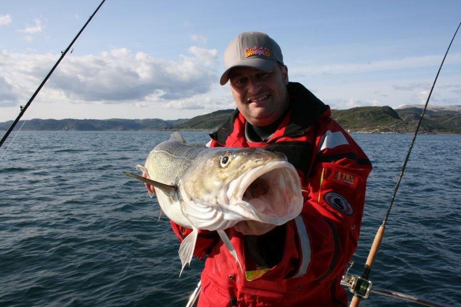 Patrick Schäfer mit einem Durchschnitts-Dorsch aus dem Hopsfjord vor Skjånes Havfiske