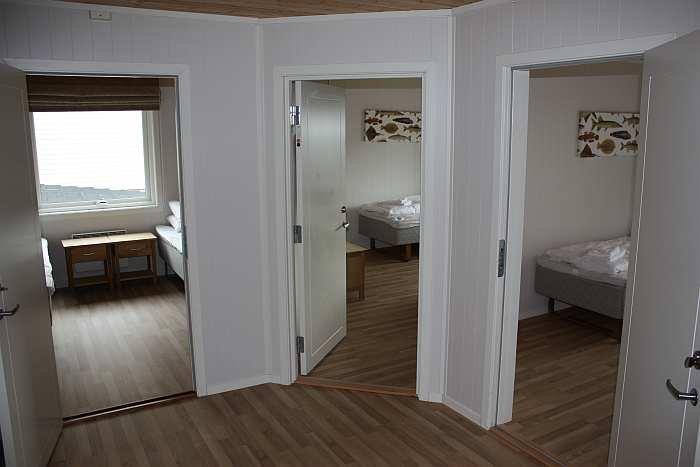 Flur mit Blick auf die drei Schlafzimmer.