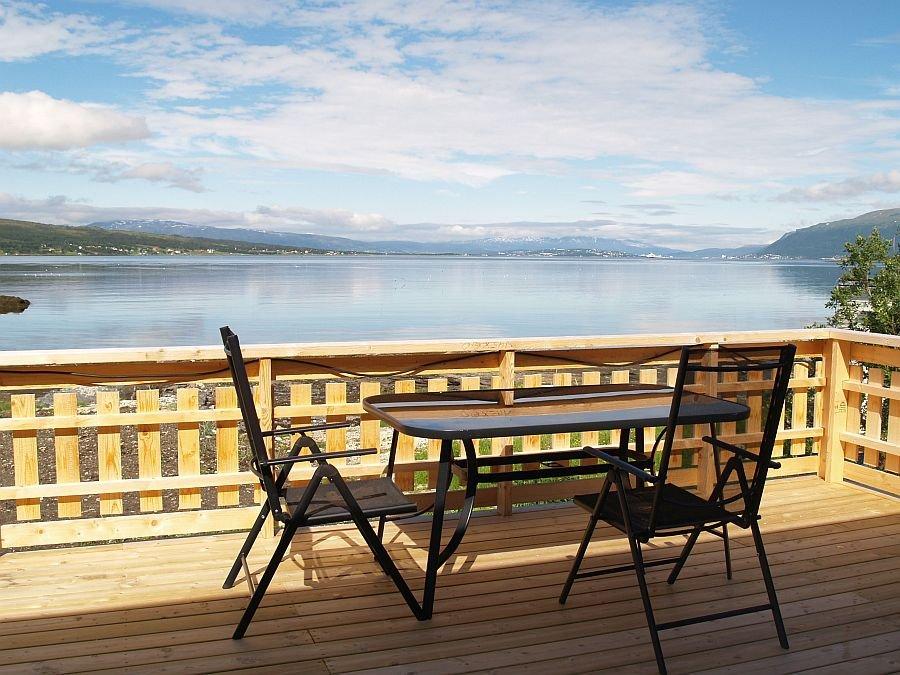 Von der Terrasse aus können Sie anderen Gästen beim Heilbuttdrill zuschauen.
