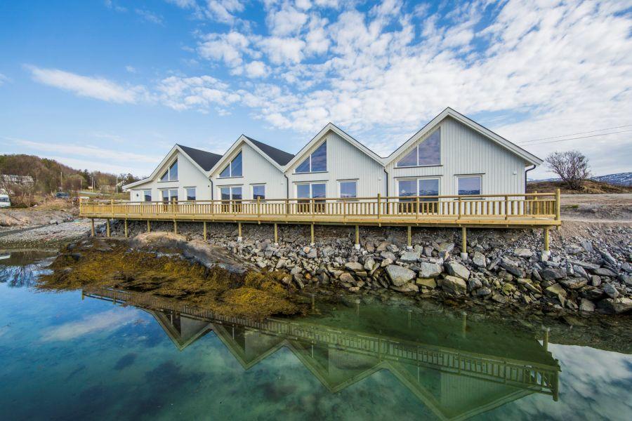 Dyrøysund Sjøhus - ab April 2018 fertig. Die Perle am Tranøyfjord steht unseren Gästen jetzt zur Verfügung. Foto: jennyhoff.no