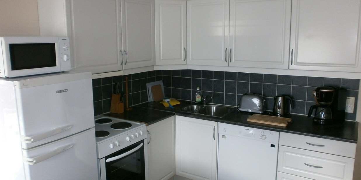 Voll ausgestattete Küche im Apartment.