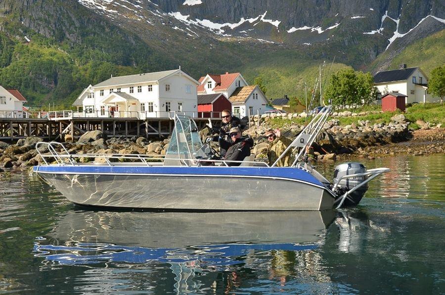 Perfekt ausgestattete 19-Fuß-Aluboote warten in Mefjord Brygge auf Sie.
