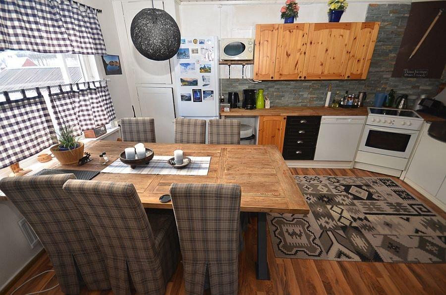 Geräumiger Essbereich im Ferienhaus Senja Lodge.