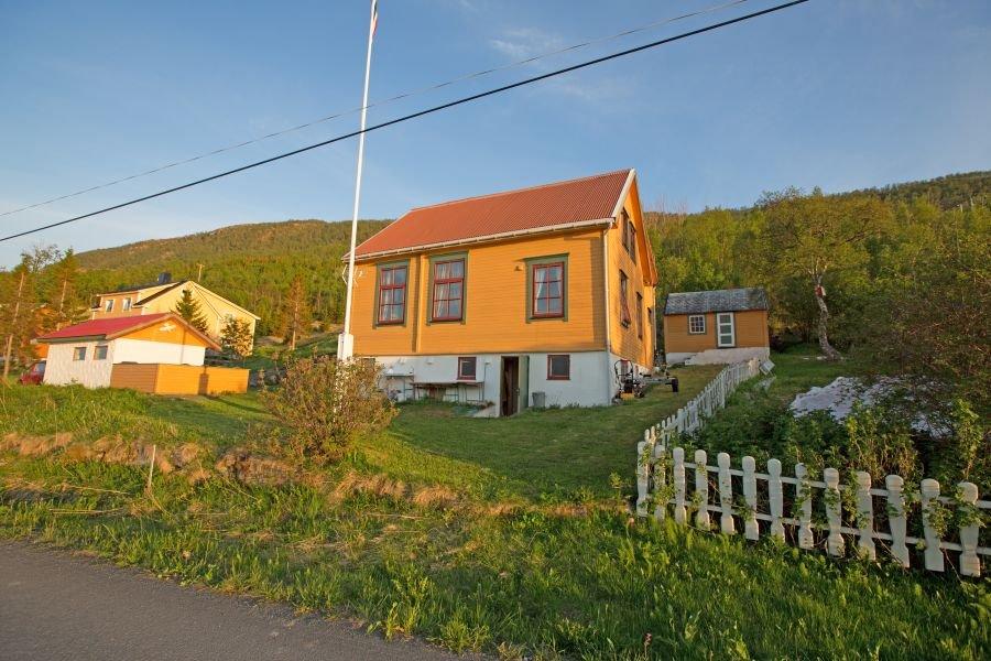 Toppsundet Havfiske! Ein liebevoll renoviertes Schulhaus aus dem Jahre 1920 mit traumhaftem Blick über den Toppsund bei Harstad.