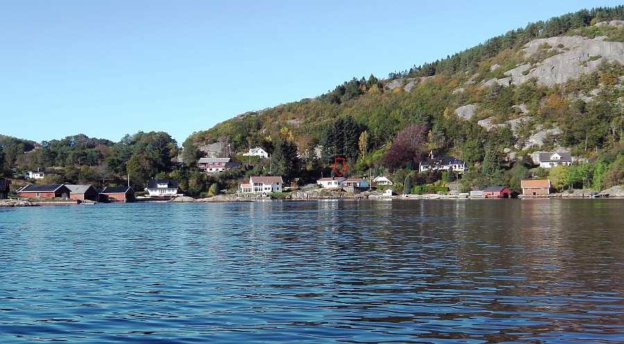 Das Ferienhaus Birkenes liegt in einer kleinen gleichnamigen  Bucht im Fjord Spindsfjorden