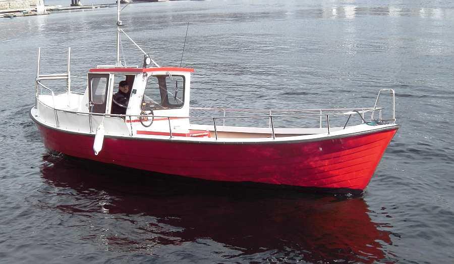 Bereits im Preis enthalten! Dieselboot 27 Fuß/75 PS Innenbordmotor, E-Starter, Steuerstand, Kabine, Farb-Echolot und GPS/ Kartenplotter, Rutenhalter