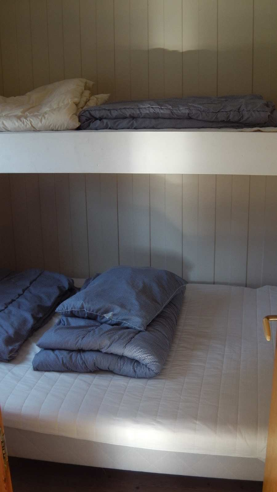 Das Schlafzimmer mit dem >Norwegischen Familienbett< - Etagenbett mit unten Doppelbett und oben Einzelbett